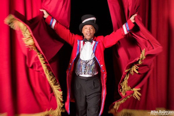 Ringmaster Ted Mcrae opens the show.